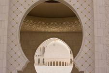 Free Sheikh Zayed Mosque Royalty Free Stock Photo - 32862085
