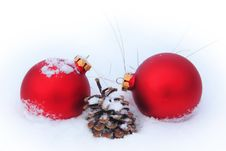 Free Balls, Pine Cone And Dry Grass In The Snow Royalty Free Stock Photos - 32865078