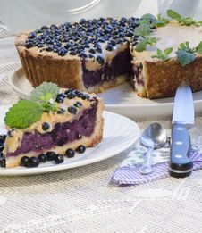 Free Blueberry Pie With Mint Served With Knife And Spoon Royalty Free Stock Images - 32874129