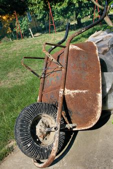 Free Old Wheel Barrow Royalty Free Stock Images - 3295869