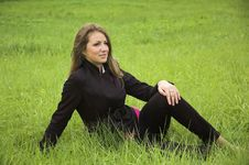 Free The  Girl  On A Green Grass Royalty Free Stock Photography - 3298997