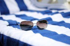 Free Sunglasses Royalty Free Stock Image - 32974956