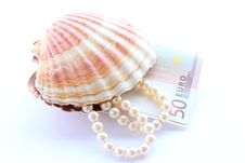 Free Money From Pearls Royalty Free Stock Photo - 32985235