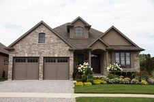 Free Stucco Stone House Pretty Garden 2 Stock Photo - 32996980
