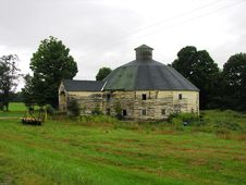 Free Old Round Barn Stock Photography - 334182