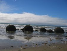 Free Moeraki Boulders Stock Photos - 338353
