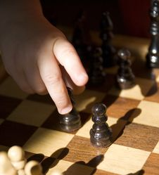 Free Child Playing Chess Royalty Free Stock Photography - 3300757
