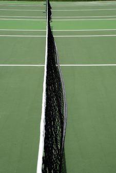 Free Net In Middle Of Tennis Court Royalty Free Stock Photography - 3300837