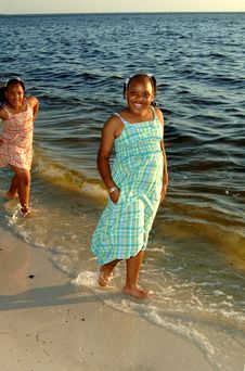 Free Sisters At The Beach Royalty Free Stock Image - 3301036