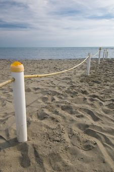 Free Beach Fence Royalty Free Stock Image - 3303136