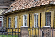 Free Old House Royalty Free Stock Photo - 3303705