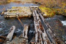 Free The Old Destroyed Bridge Royalty Free Stock Photography - 3304747