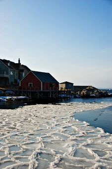 Free Fishermans Cove On Atlantic Co Royalty Free Stock Photography - 3305097