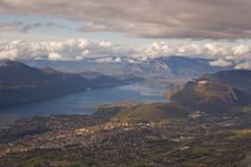 Free Lake Of Le Bourget Royalty Free Stock Images - 3306799