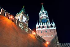 The Spasskaya Tower Of Moscow Kremlin At Night Stock Images