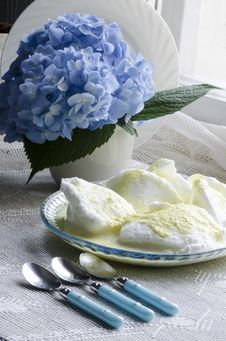 Free Beaten Egg Whites With Butter Cream And Hydrangea Royalty Free Stock Photo - 33015535