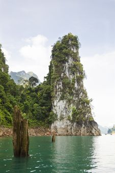 Beautiful High Mountains And Green River &x28; Guilin Of Thailand &x29; Royalty Free Stock Photo