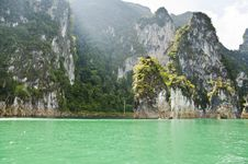 Beautiful High Mountains And Green River &x28; Guilin Of Thailand &x29; Royalty Free Stock Images