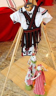 Free Romanian Peasant Costume For Children Royalty Free Stock Photos - 33021378