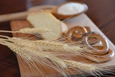 Free Wheat Ears - Version Royalty Free Stock Photos - 33027618