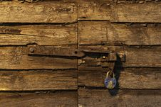 Free Old Padlock On Wooden Door Royalty Free Stock Image - 33027646