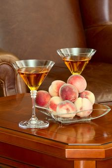 Free Coffee Table Peaches And Wine Stock Photography - 33030322