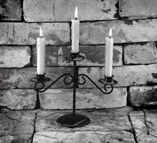 Free Black And White Candles Royalty Free Stock Images - 33046029