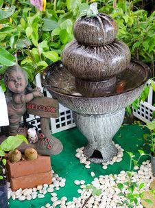 Free Outdoor Fountain Royalty Free Stock Photos - 33050978