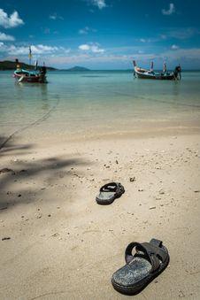 Free Pair Of Sandal On The Beach Stock Photos - 33059283