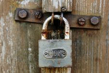 Free Rusty Padlock On Old Door Royalty Free Stock Photos - 3313208