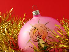Free Pink Christmas Bauble Royalty Free Stock Image - 3318506
