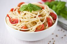 Free Pasta With Tomatoes Royalty Free Stock Photos - 33105198