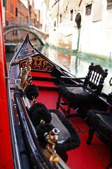 Free Venetian Gondola Royalty Free Stock Photos - 33106408