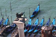 Free Venetian Gondolas Royalty Free Stock Images - 33106649