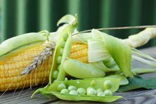 Free Green Peas And Corn. Stock Photo - 33109720