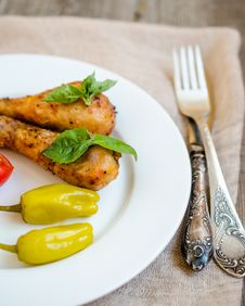 Free Grilled Chicken Legs Stock Photos - 33111673