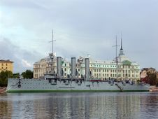 Free Aurora Cruiser In Saint-Petersburg Royalty Free Stock Image - 33116396