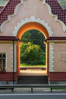 Free Arched Entrance Royalty Free Stock Photo - 33116955