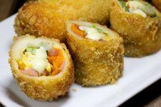 Free Deep Fried Roll Salad Mix Meal Stock Photos - 33118543
