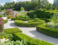 Free Formal Garden Royalty Free Stock Images - 33119079