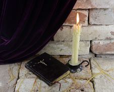 Free Candle With Bible Stock Image - 33120401