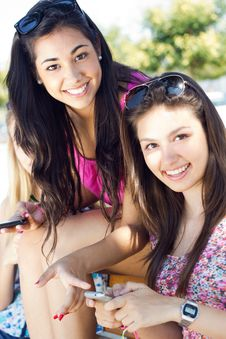 Free Three Girls Chatting With Their Smartphones Stock Images - 33133124
