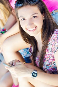 Free Pretty Young Girl Chatting With Smartphone Royalty Free Stock Photo - 33133545