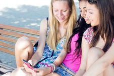 Free Three Girls Chatting With Their Smartphones Stock Photography - 33133792