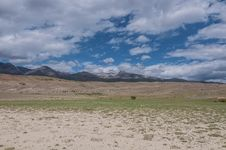 Free Mountain Steppe Desert Sky Landscape Royalty Free Stock Photos - 33160248