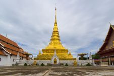 Free Golden Pagoda In Thailand Temple Stock Image - 33162861