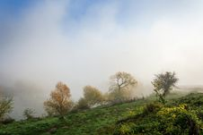Free Thick Fog On Autumn Embankment Royalty Free Stock Images - 33171339