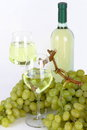 Free Glasses Of White Wine And Grapes Royalty Free Stock Image - 33199666