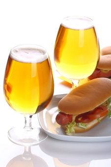 Free Sandwich With Sausage And Lager Stock Photo - 33198700