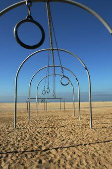 Free Swinging Rings Royalty Free Stock Image - 3323356